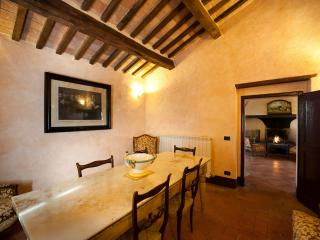 SARNA RESIDENCE in Val d'Orcia - San Quirico d'Orcia vacation rentals