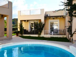 Villa 100mt from beach,common pool,1 bedroom, wifi,bbq - Nopigia vacation rentals