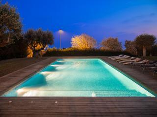 Villa Rut avec vue sur Mer. Piscine exterieur & interieur a 25º. High Design. - Vilanova i la Geltru vacation rentals
