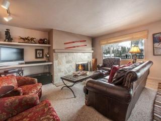 4th Fl Condo w/ Vail Mtn Views, Walk to Vail/Lionshead, Seasonal Pool/Hot Tubs - Vail vacation rentals