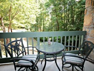 Couples Retreat! By the Stream with Wooded Views - Jacuzzi Tub - Community Pool - WiFi - Gatlinburg vacation rentals