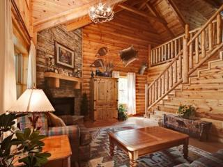 Haley's Hideaway Family Retreat! Mtn Views - Game Room & Jacuzzi - Pigeon Forge vacation rentals