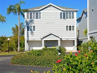 Lovely Tropical Longboat Town house - Longboat Key vacation rentals