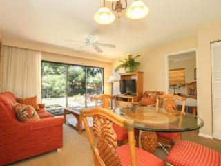 Park Shore Resort, 2BR/2BA,1st Flr., End Unit, Bldg.F - EXTENSIVE RENOVATION - PICS COMING SOON! - Naples vacation rentals