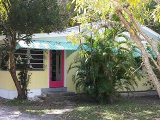 19 Palms. Quaint Old-Florida Charm - Anna Maria vacation rentals
