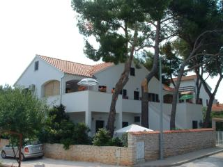 Cozy 3 bedroom Apartment in Mirca with Television - Mirca vacation rentals