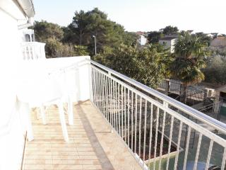 Nice Condo with Television and Satellite Or Cable TV - Brodarica vacation rentals