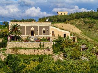 5 bedroom Villa in Centuripe, Sicily, Italy : ref 2307268 - Centuripe vacation rentals