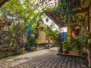 Beautiful Guest house with Internet Access and Patio - Pejeng vacation rentals