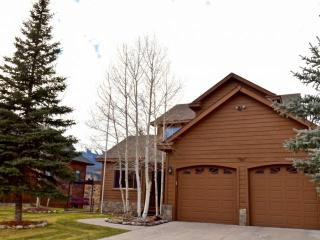 Exclusive FREE FUN Package! Exceptional House On PRIVATE LAKE  w/MOUNTAIN VIEWS! Private HOT TUB - Silverthorne vacation rentals