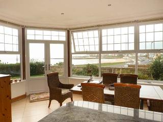 SEA LODGE, coastal cottage, beach views, garden, WiFi, woodburner, in Westgate-on-Sea, Ref 930992 - Westgate-on-Sea vacation rentals