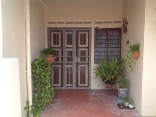 Bright 4 bedroom Condo in Klebang Kechil - Klebang Kechil vacation rentals