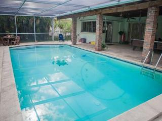 **Fall Promo** Miami Springs Family Home with Pool Just Minutes from South Beach & the Airport - Miami Springs vacation rentals