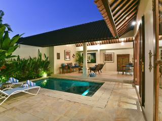 VILLA ATMA 5MINS TO SEMINYAK CENTER - Kuta vacation rentals
