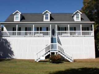 Gorgeous Folly Beach Home (5BD/4BA) -1 Block off Beach-Fully Equipped for Fun - Folly Beach vacation rentals
