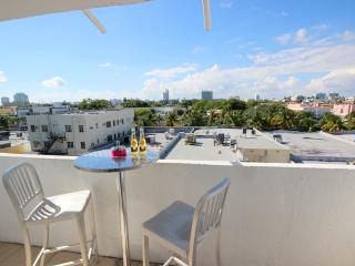 Heart of SOBE, Sleeps 3, Luxurious and renovated! Parking, steps from the beach! - Miami Beach vacation rentals