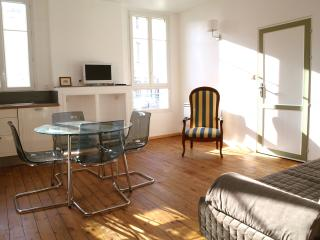 Nice Condo with Internet Access and Cleaning Service - Libourne vacation rentals