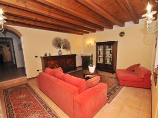 B&B LA CASA DI BARBARA CAMERA PREMIUM - Riva Del Garda vacation rentals