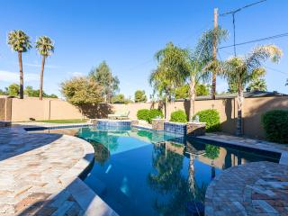 Gorgeous House with Parking and A/C in Glendale - Glendale vacation rentals