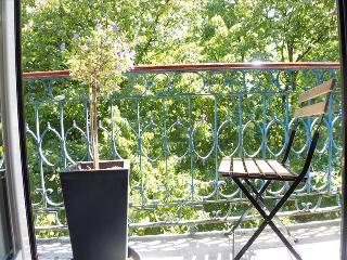 FL1- Gorgeous 4BR/3BA, AC, leafy Principe Real - Lisbon vacation rentals