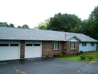 #200 Custom ranch with 2 car garage just minutes away from downtown Greenville - Greenville vacation rentals