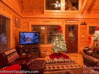 Spacious 5 bedroom Sevierville Cabin with Deck - Sevierville vacation rentals