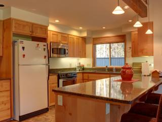 Spacious House with Internet Access and Parking - Sisters vacation rentals