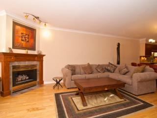 Beautiful Ravencrest. Fully remodelled 2 bed/ 2 bath, over 1300 Sqft Garden - Whistler vacation rentals