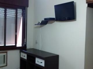 Apartamento 2 qtos, boa localização, prox Iguatemi - Porto Alegre vacation rentals
