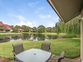 Beautiful Villa in Sandestin-SLEEPS 10! Plus a golf cart! - Miramar Beach vacation rentals