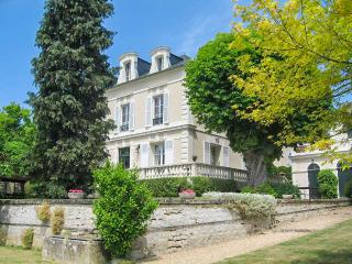 Perfect 4 bedroom House in Magny-en-Vexin with Fireplace - Magny-en-Vexin vacation rentals