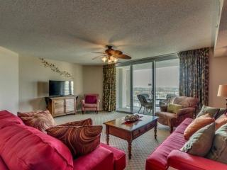 SUMMER DATES AVAILABLE! Luxury,Yacht Club 2BR 2BA,pool/hot tub/Great Golf! Sleeps 7 - North Myrtle Beach vacation rentals