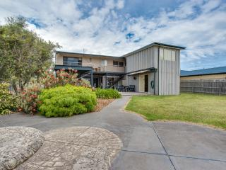 Spacious 5 bedroom House in Dromana with Television - Dromana vacation rentals