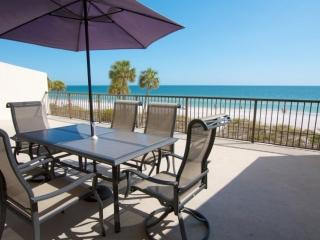 2 bedroom Apartment with Internet Access in Madeira Beach - Madeira Beach vacation rentals