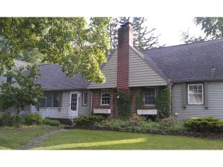 Charming Cottage - Private Beach - Benton Harbor vacation rentals