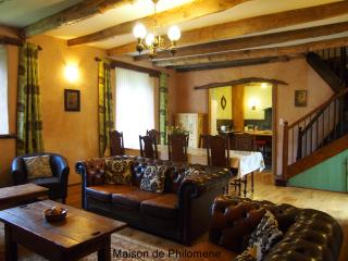 Luxury 18th Century French Country House.  Heated Pool.  4 en-suite rooms + cots - Saint-Mayeux vacation rentals