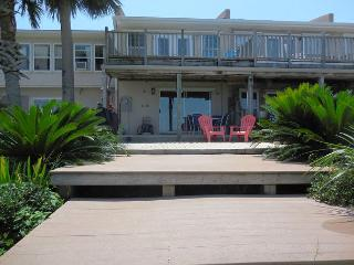 Beautiful House with Deck and A/C - Pensacola Beach vacation rentals