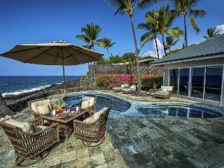 Oceanfront elegance, 4 bedroom, Private Pool & Spa, Spectacular Views - Kailua-Kona vacation rentals