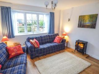 OLD CHURCH COACH HOUSE, en-suite, WiFi, courtyard and garden in Hollington, Ref 905225 - Leigh vacation rentals