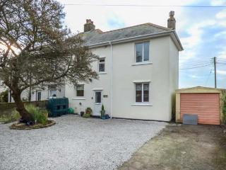 VALLEY VIEW, pet-friendly,  south-facing lawned garden, woodburner, in Tregony, Ref 925333 - Tregony vacation rentals