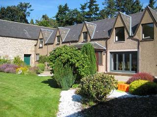 THE STEADING, private garden, off road parking, Inverness, Ref 922578 - Inverness vacation rentals