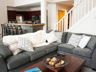 'Alpine Greens' Large 3BR townhome on 1st fairway of the Fairmont Golf Course! - Whistler vacation rentals