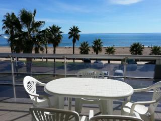 Bright 2 bedroom Benicarlo Apartment with Shared Outdoor Pool - Benicarlo vacation rentals