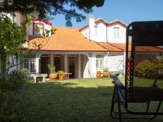 Liiiving in Moledo   Vintage House - Moledo vacation rentals