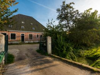 Charming Farmhouse Barn with Internet Access and Hot Tub - Amsterdam vacation rentals