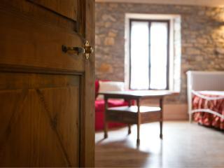 B&B CASA LUPI sulle colline di Parma - Fornovo di Taro vacation rentals