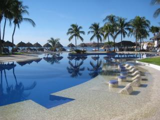 Resort Beach Condo, 300 foot pool, Hotel Services - Huatulco vacation rentals