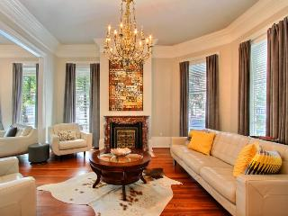 An Entertainer`s Dream in the Heart of the Historic District, walking distance to everything! - Savannah vacation rentals