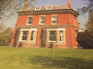 Spacious 6 bedroom Dursley House with Washing Machine - Dursley vacation rentals