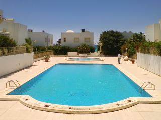 Seaside apartment in the Aquarius residence w/ air con, pool & WiFi - near Hammamet, 50m from beach - Nabeul vacation rentals